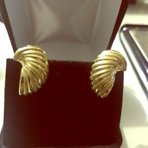 Jewelry - 18k solid yellow gold earring with omega back